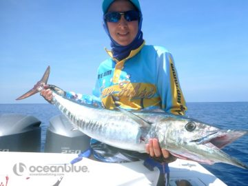 Shefishes medium-sized dogtooth fishing