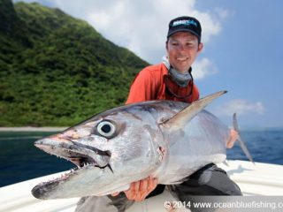 it's always feels great to cuddle the 100kg dogtooth tuna