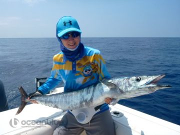 Shefishes wahoo fish